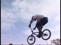 Смотреть онлайн бесплатно Безбашенный freestyle на BMX-велосипедах